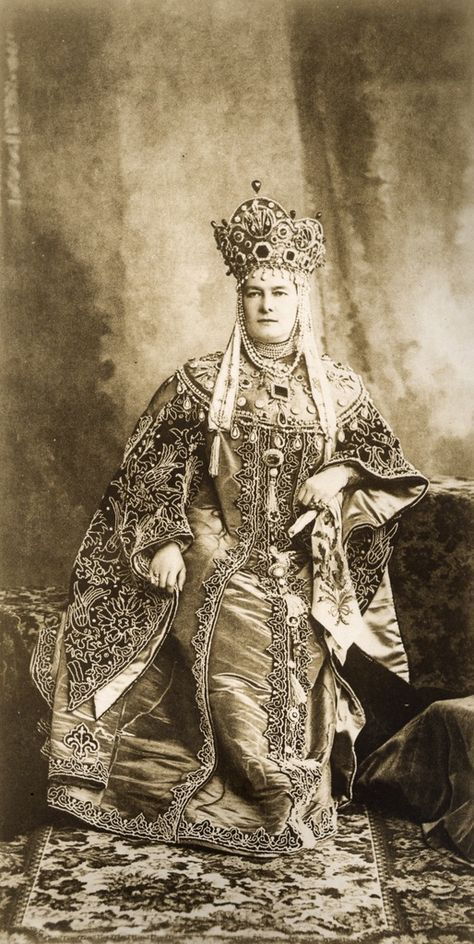 The Grand Duchess Vladimir wearing her emeralds for the great Court ball of 1903. Note the emerald diadem; the large square on her chest is the 107 carat gem recently auctioned.