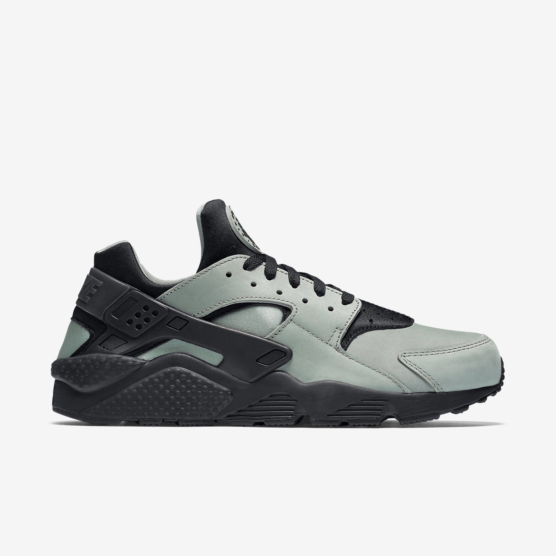 Huaraches are a perfect everyday shoe: comfortable and practical with great colours and lines and a touch of flair. These will very quickly become your signature sneakers.