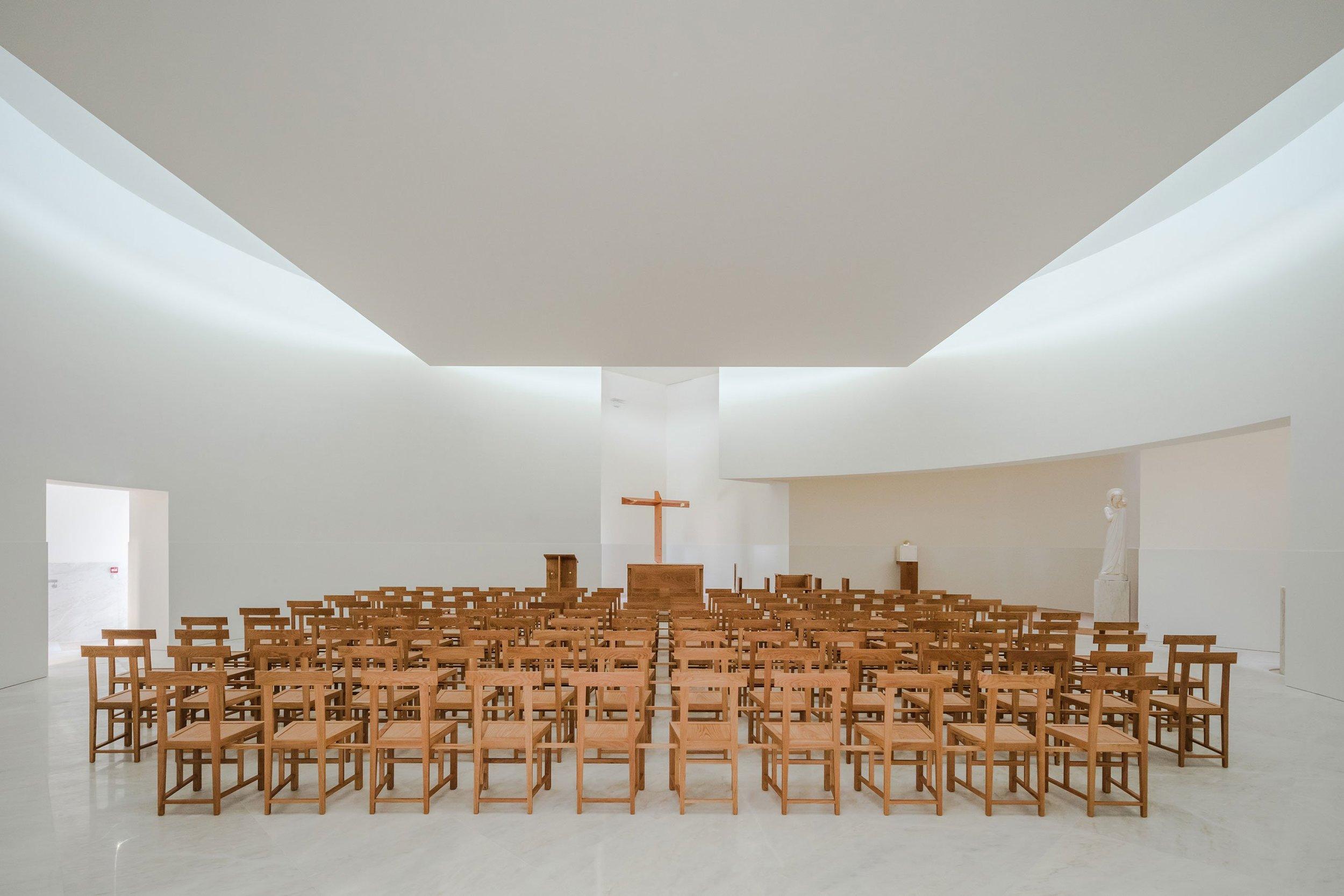 s5_church_of_saint_jacques_de_la_lande_rennes_france_alvaro_siza_vieira_dezainaa_5.jpg