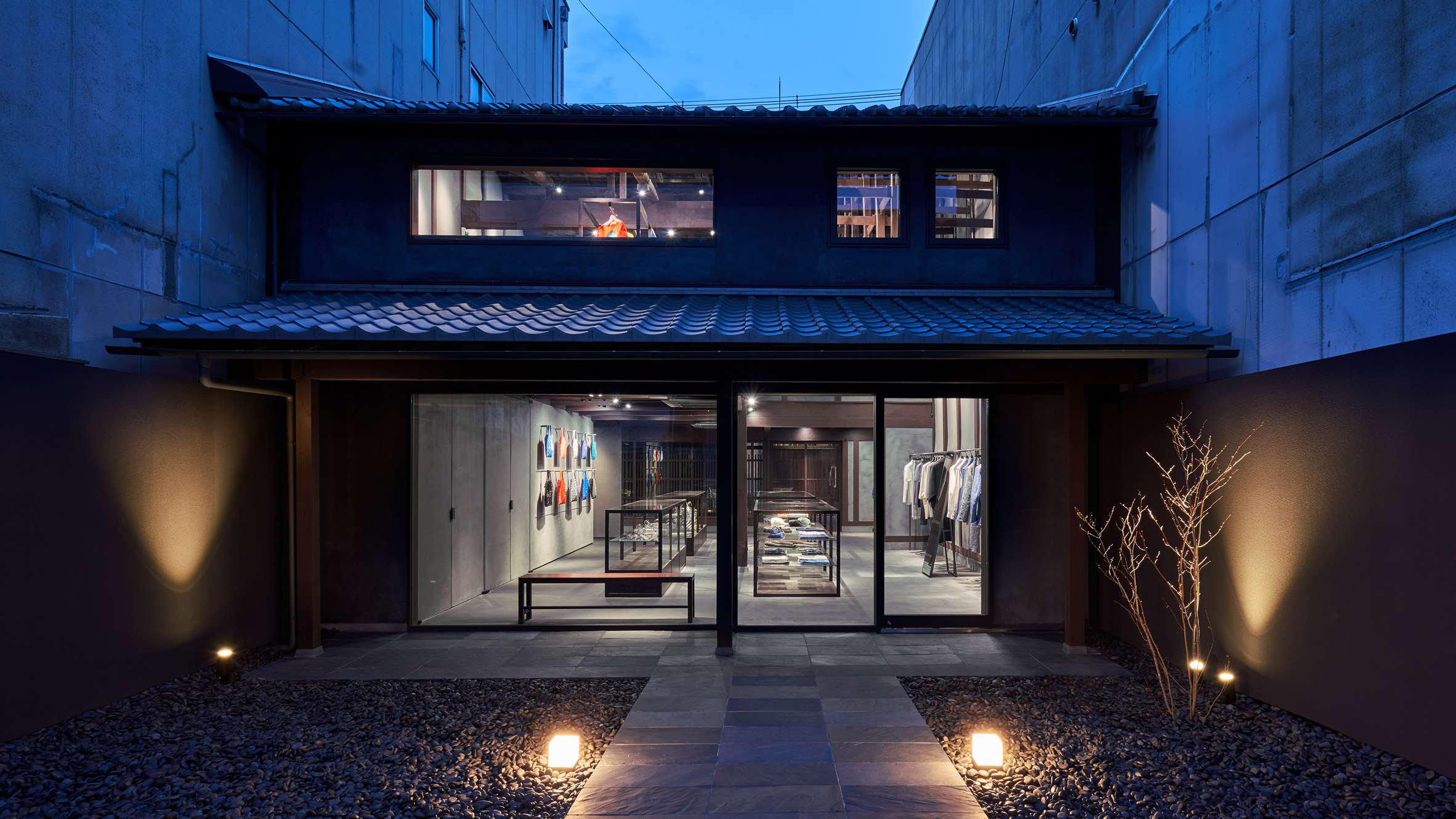 interiors-retail-shops-issey-miyake-kyoto-japan_dezainaa_2.jpg