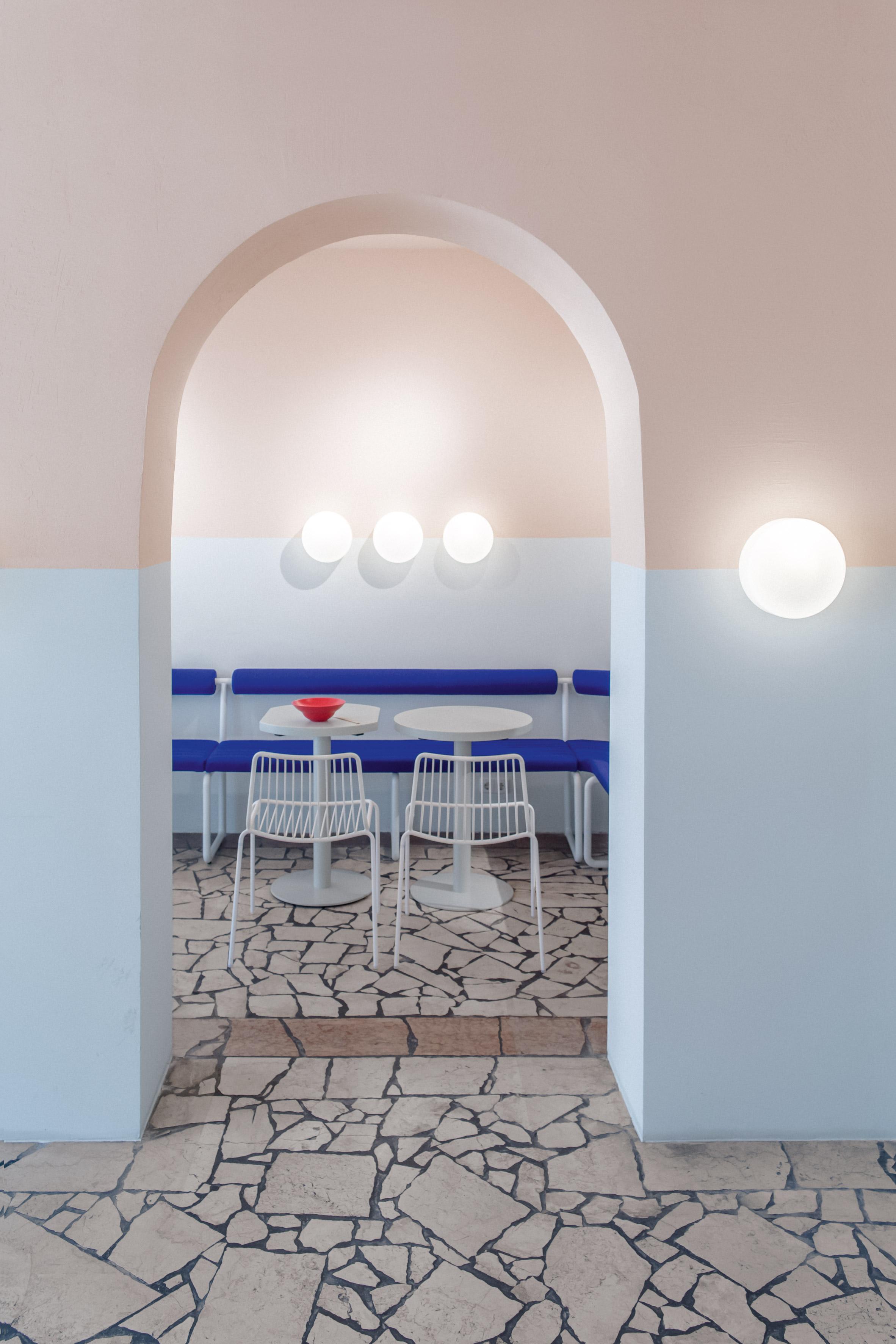la-poke-restaurant-ester-bruzkus-interiors_dezainaa.jpg