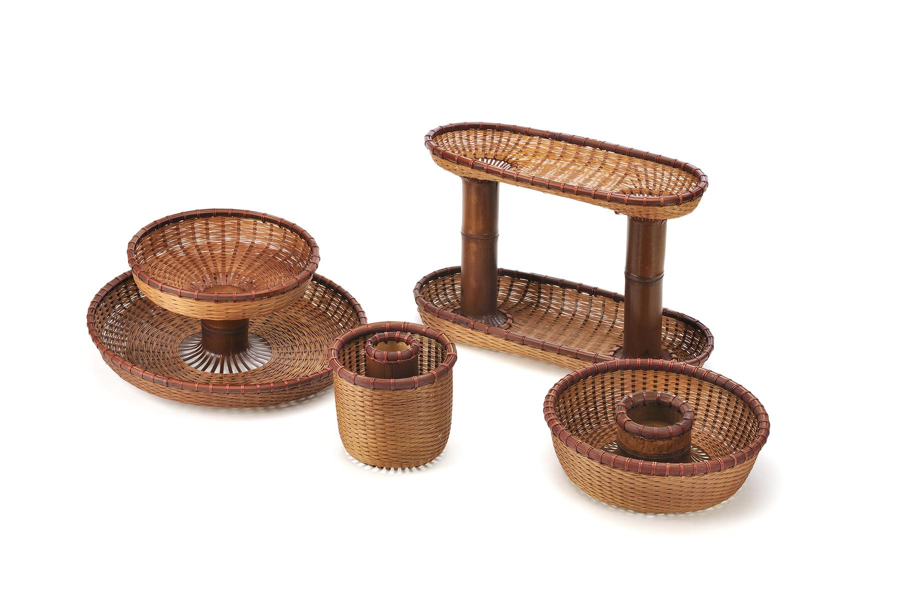 節盤(Joint Plate):以原始竹管兩端為軸心,剖成竹片,再以竹葉編法上下延伸編織成圓盤。