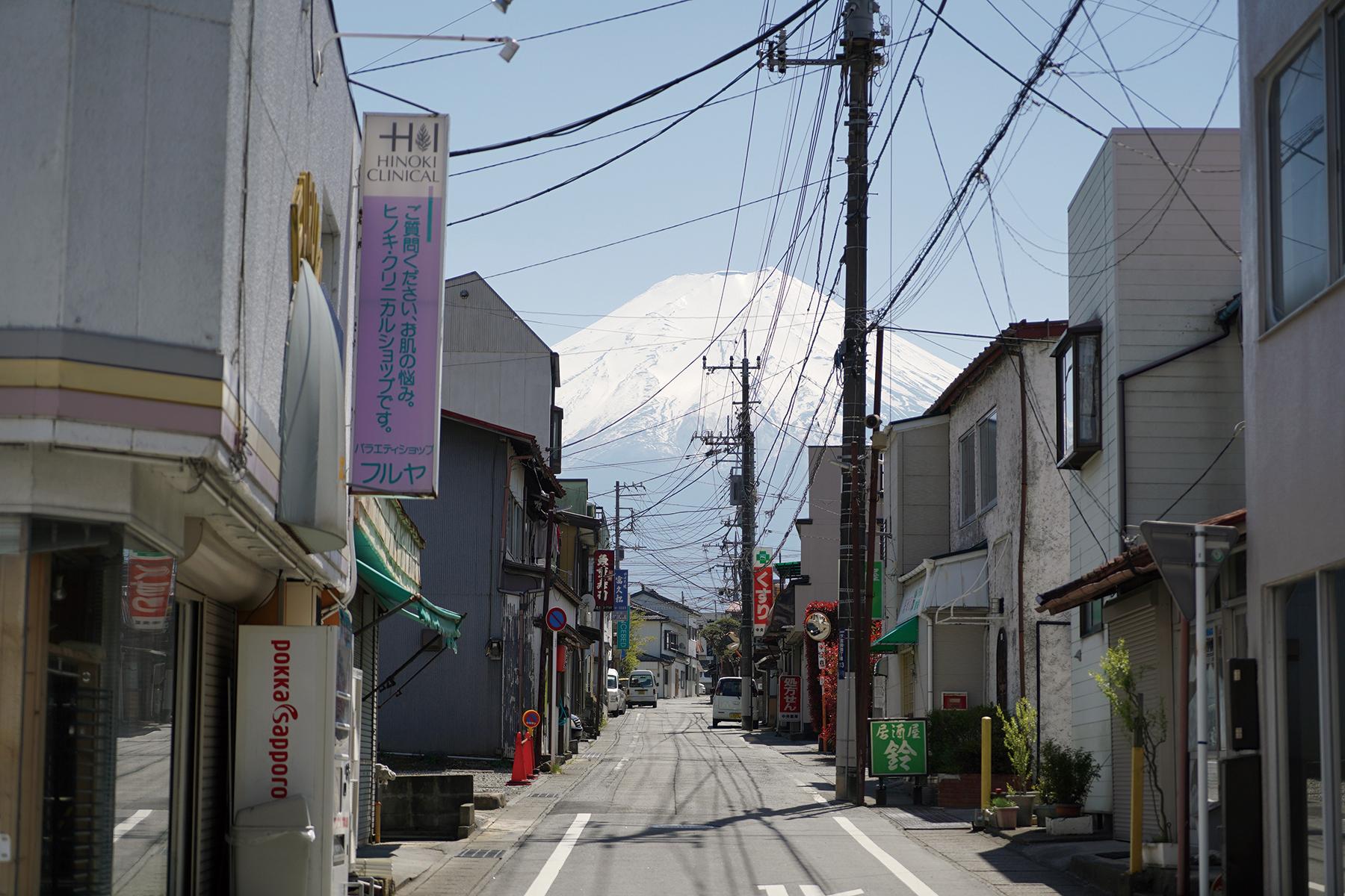今年2月初次走訪富士吉田,從商店街就能感受到這裡是一個人口外移與老化十分嚴重的小鎮。