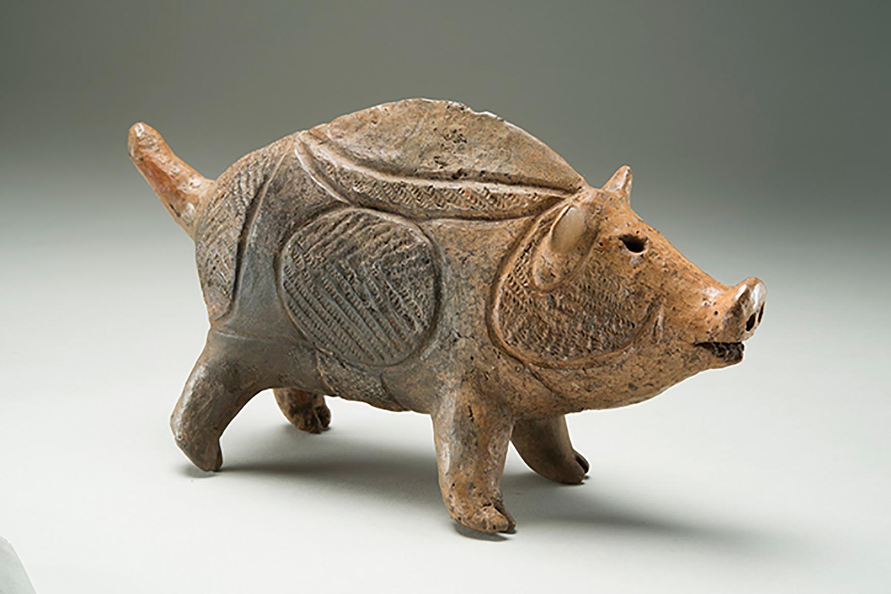 日本繩紋時代的豬型土偶。