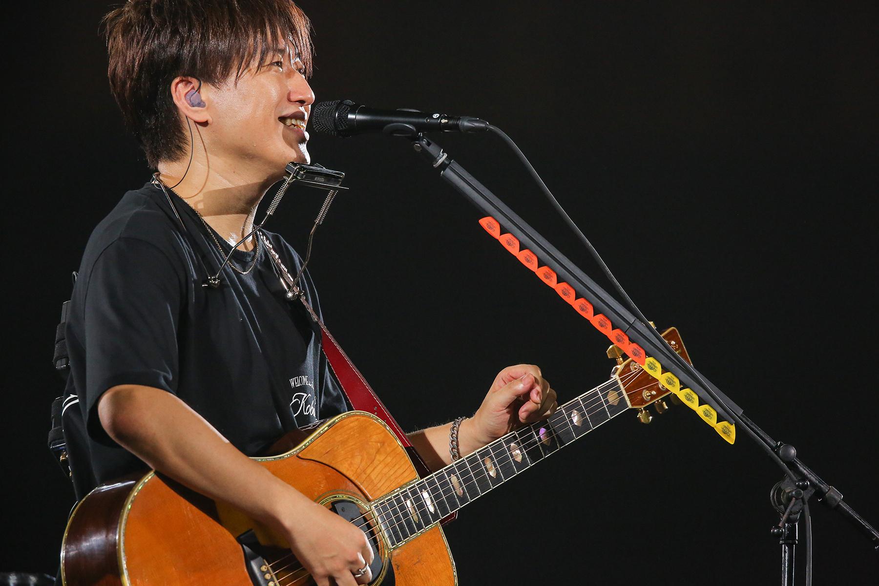 主唱黑田俊介與吉他手小渕健太郎(本圖)去年在出道日9月8日當天,重回大阪天王寺Mio舉辦快閃演唱。