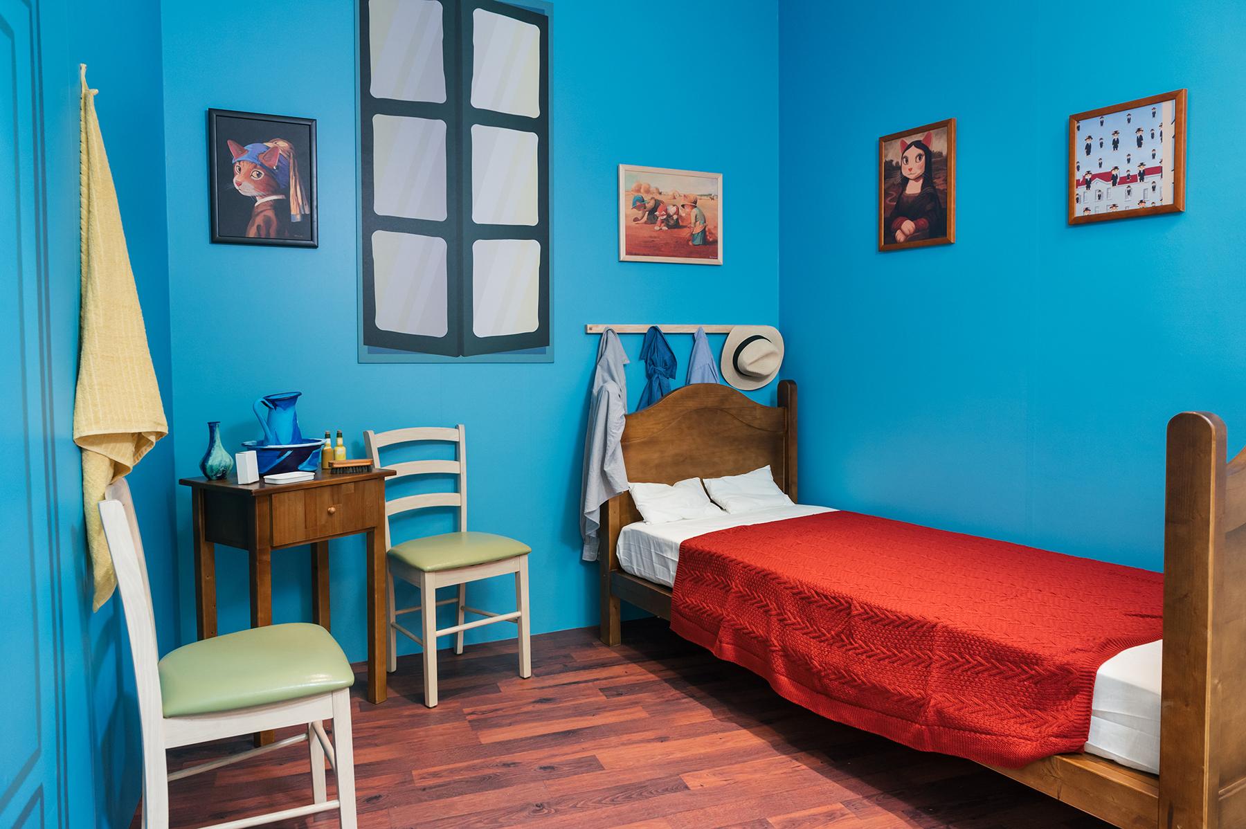 展場除了展出60幅原畫,同時也將畫作變成實體裝置,走進「梵谷貓的房間」,跟著喵谷展出最藝術的POSE!