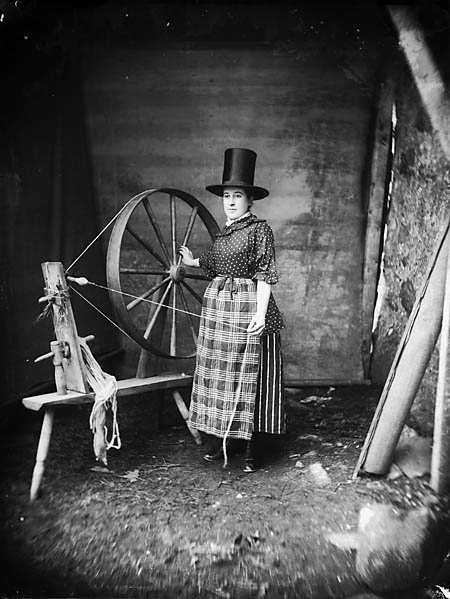 A_woman_in_-Welsh_national-_dress_with_a_spinning_wheel_NLW3361179.jpg