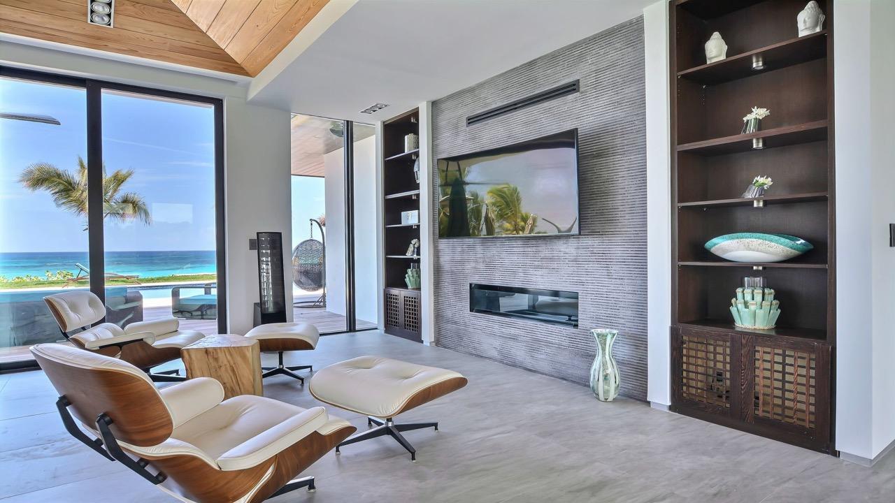 (7) livingroom TV & fireplace 2.jpg