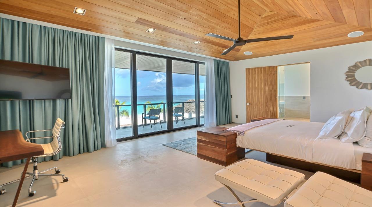 (15) master suit bedroom.jpg