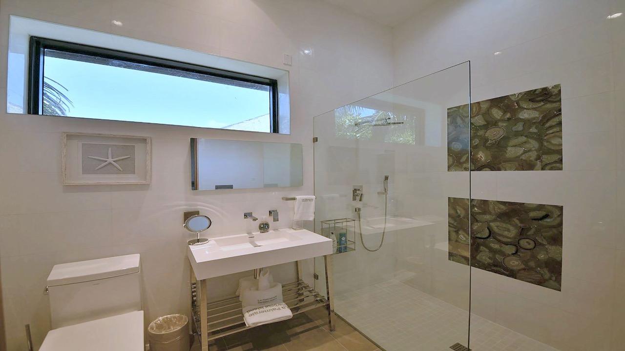 (33) bathroom 4.jpg