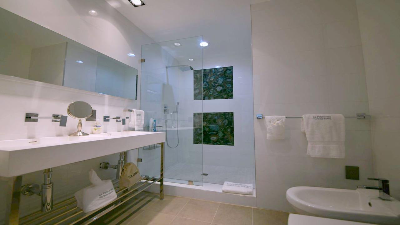 (36) bathroom 5.jpg
