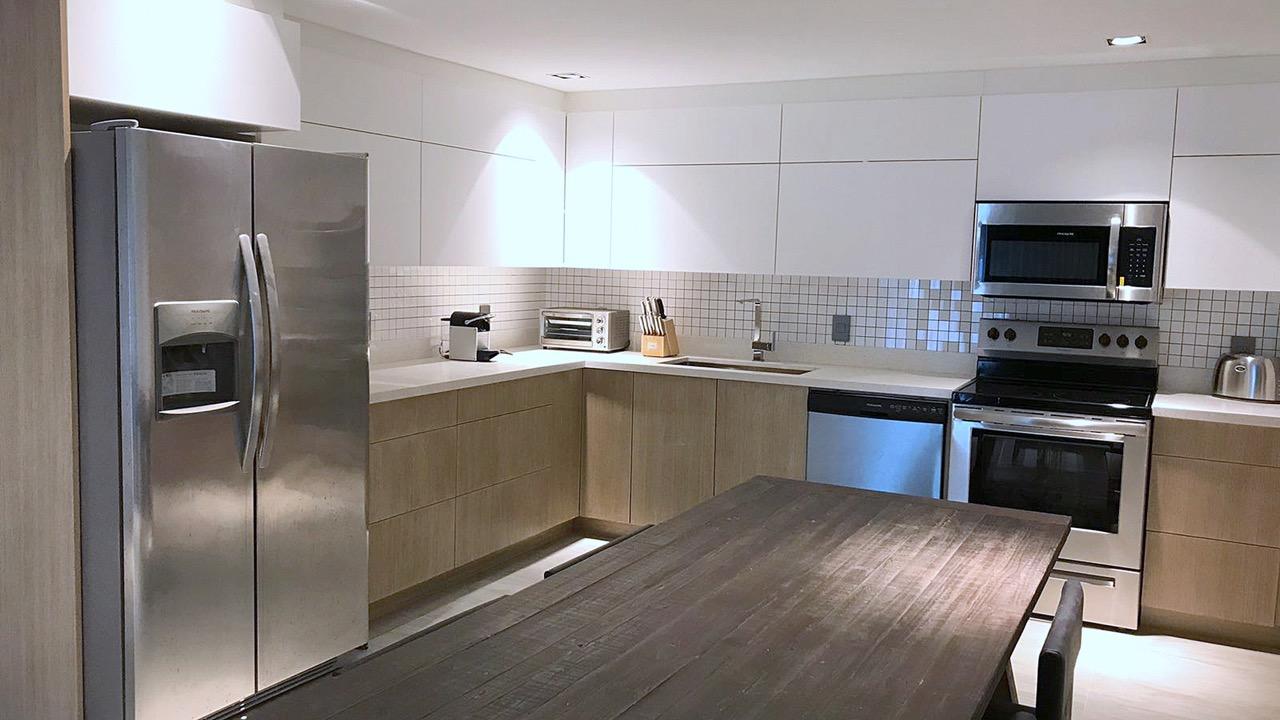 (41) apartment kitchen.jpg
