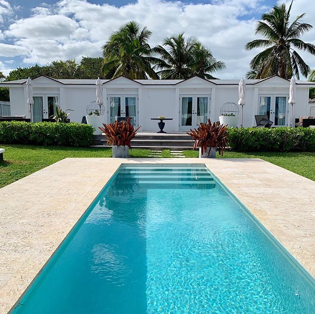 All this, and just steps from the pink sand beach (and from @sip_sip_harbour_island!). Check out Chara House, link to rental in bio. . . #selectislandrentals #harbourisland #charahousebahamas #itsbetterinthebahamas #finditliveit #stayandwander #passionpassport #briland #travel #islandlife #bahamaslife #outislands #pinksands #tlpicks #harbourislandbahamas #exploremore #islandvibes #bahamas #mytinyatlas