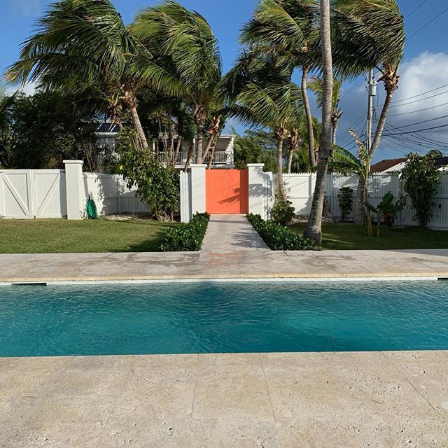 FLASH SALE! Grab 20% off a stay at stylish Chara House in April or May with code SAVE20! House sleeps up to 6, and is just steps from the beach. Link to rental in bio. . . #selectislandrentals #charahousebahamas #itsbetterinthebahamas #finditliveit #stayandwander #passionpassport #briland #travel #islandlife #bahamaslife #outislands #pinksands #tlpicks #harbourislandbahamas #exploremore #islandvibes #bahamas #mytinyatlas