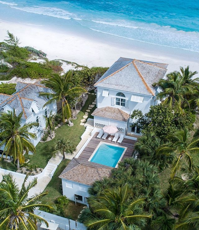 Turquoise water, pink sand and private pool. Sea Siren is an exceptional 6 bedroom waterfront Bahamian getaway on Harbour Island.  Follow our link to Sea Siren in our bio. . #selectislandrentals #harbourislandbahamas #pinksands #itsbetterinthebahamas #harbourislandrentals #bahamasvacationrentals #harbourisland #stayandwander #forbestravelguide #fodorstravel #outislands #tlpicks #mytinyatlas