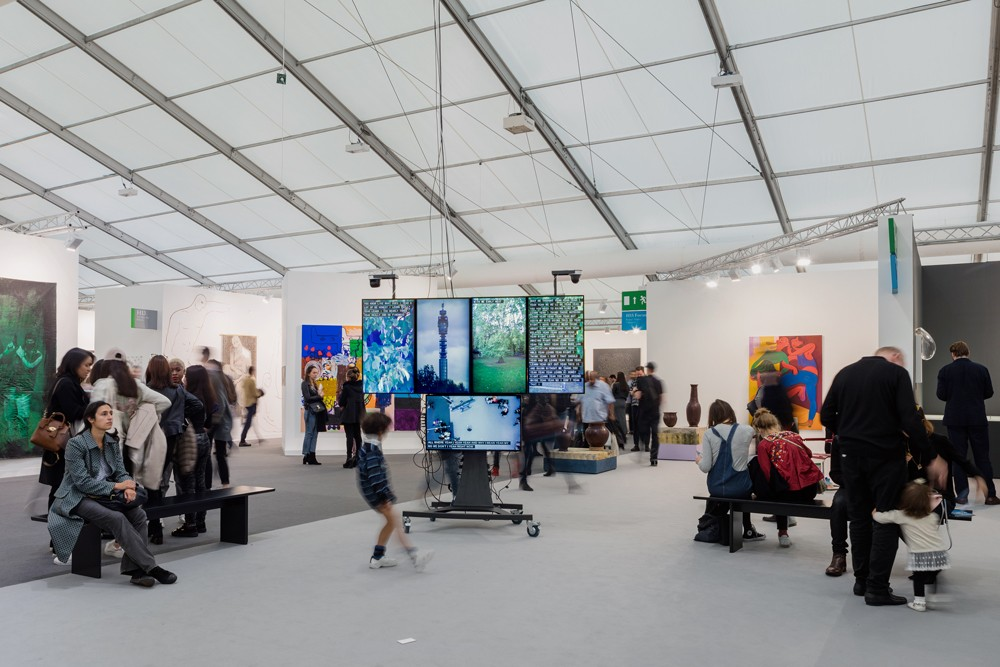Frieze 2016 > http://www.yuripattison.com/insights-crisis-trolley/