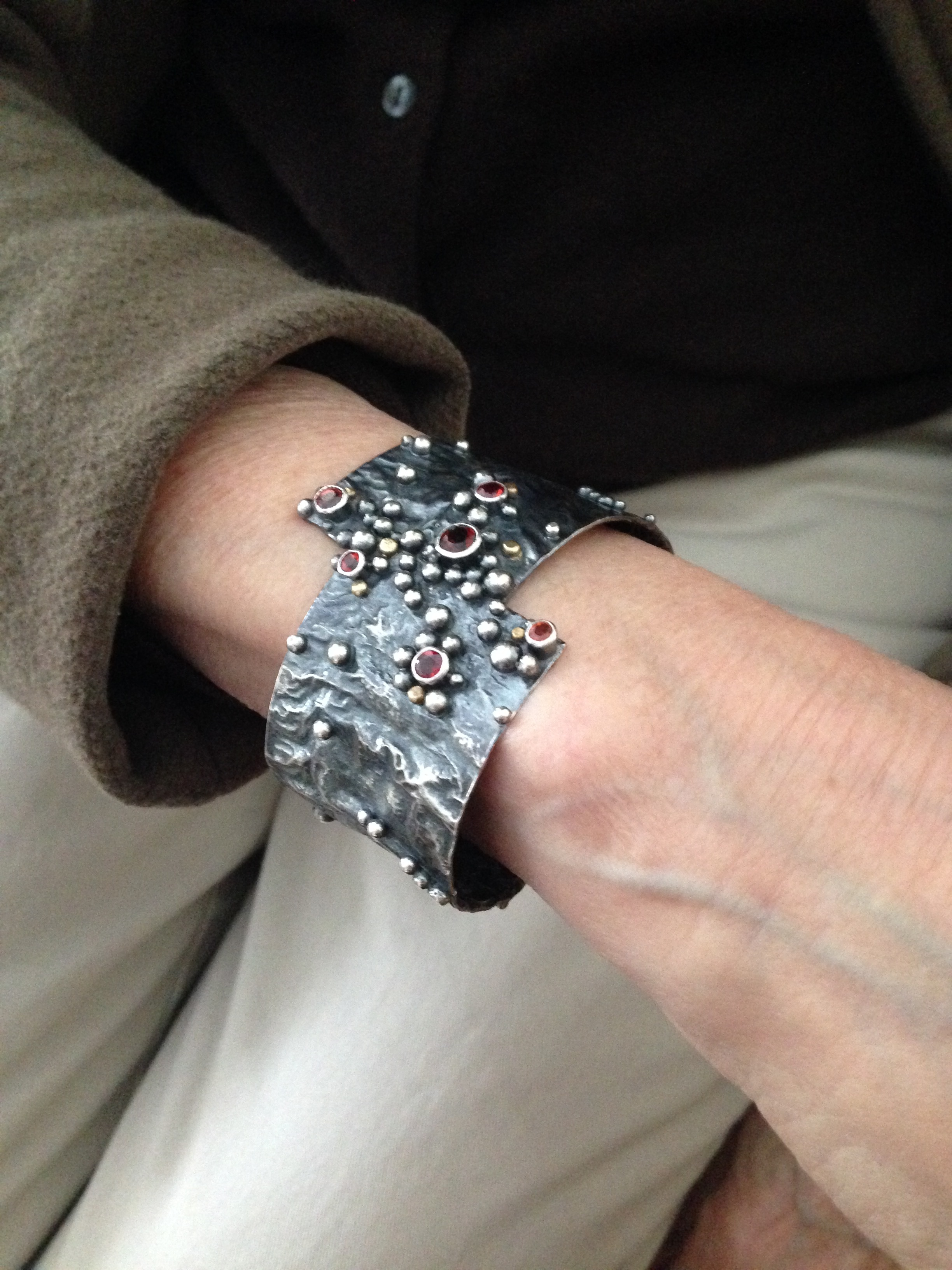 The beautiful wrist of Gladys who fell in love with this cuff bracelet and celebrated her retirement with it.