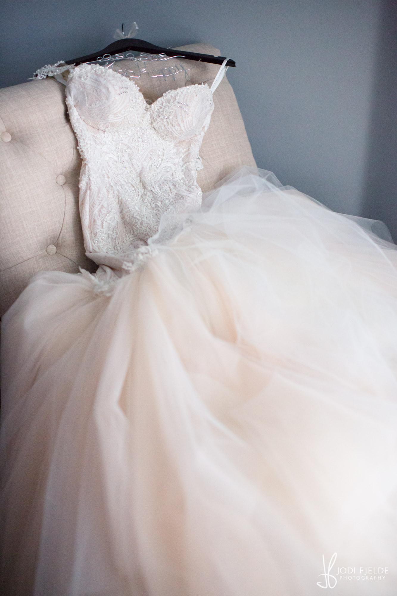 0003BRIDE-WEDDING-PREP.jpg