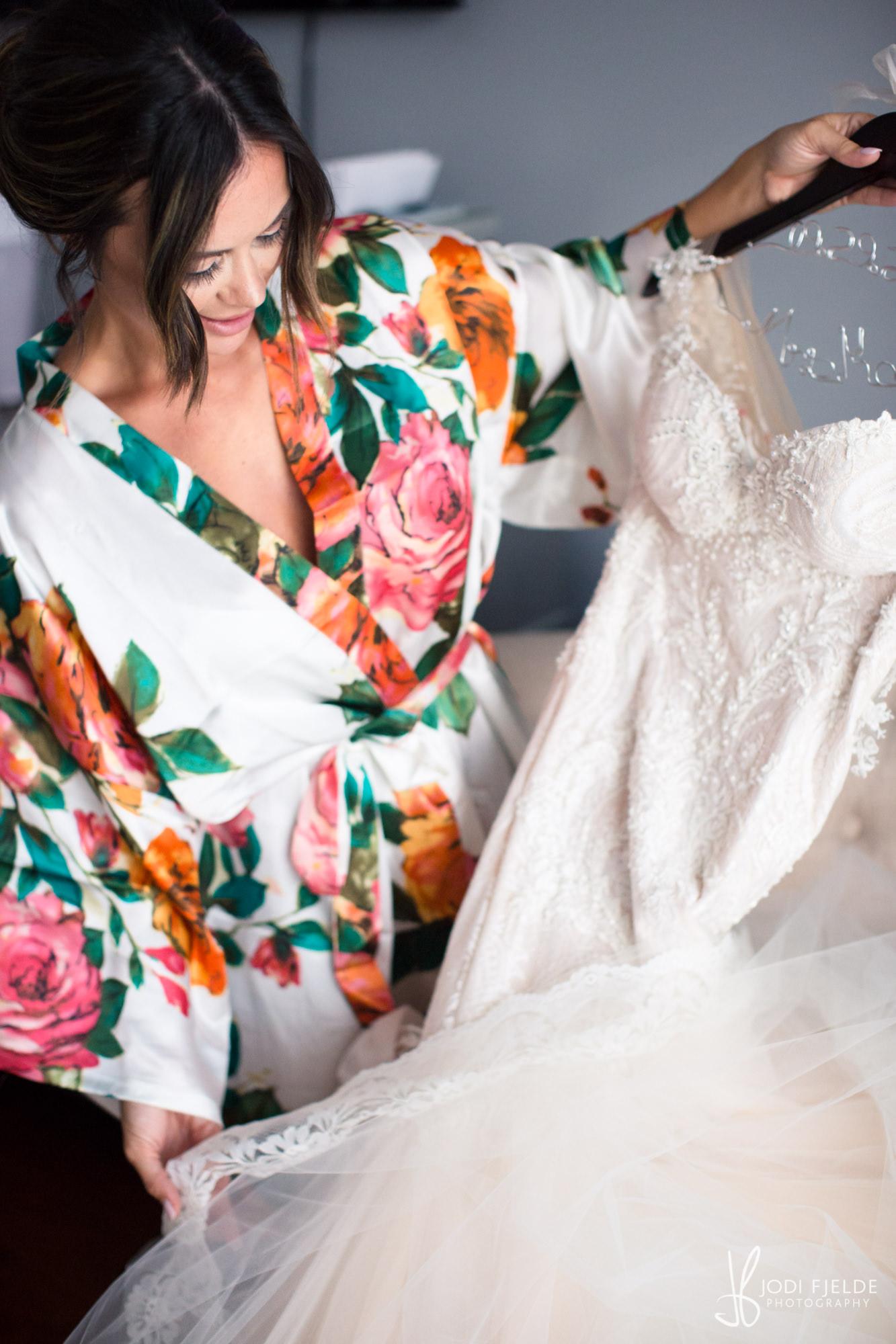 0005BRIDE-WEDDING-PREP.jpg