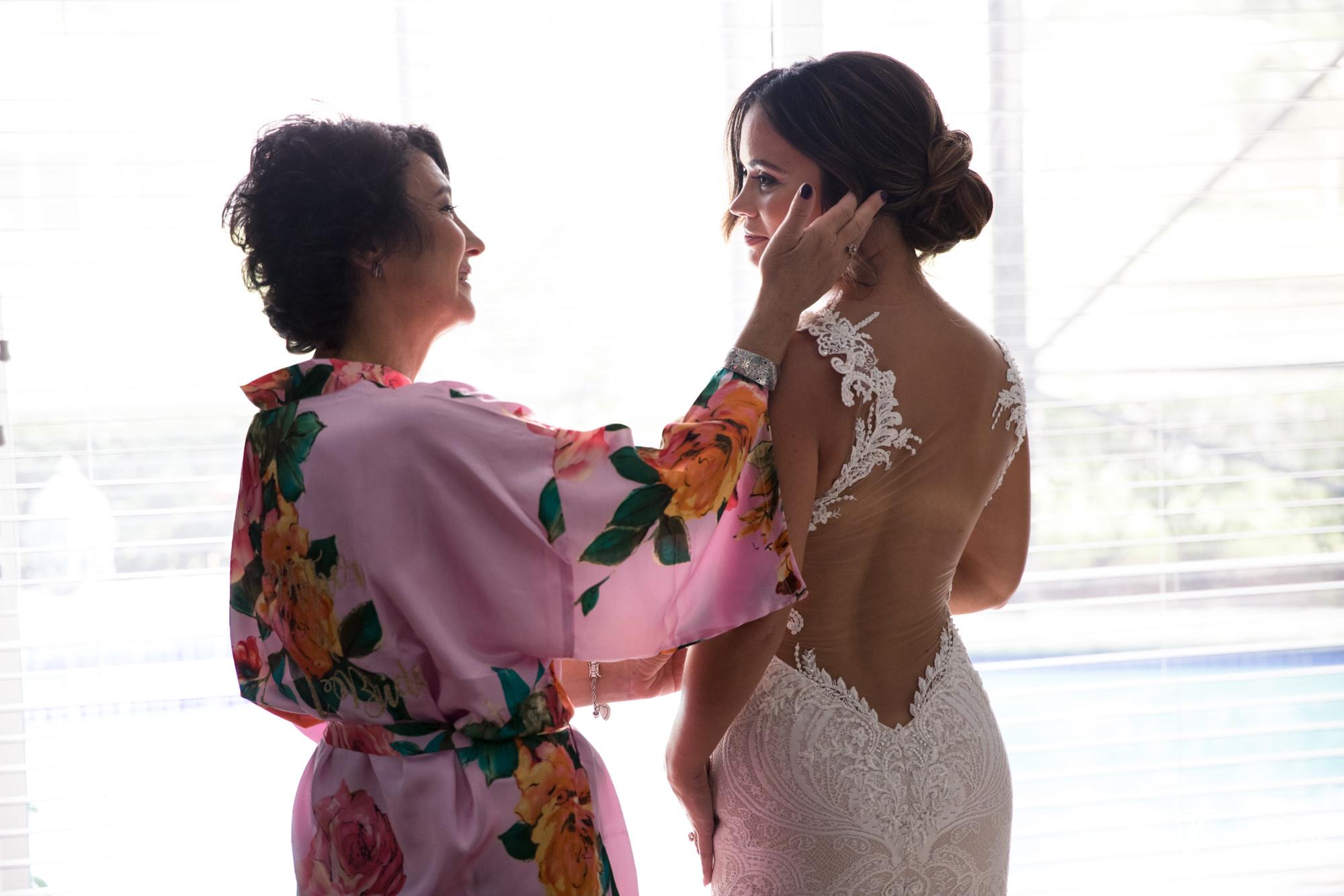 0007BRIDE-WEDDING-PREP.jpg