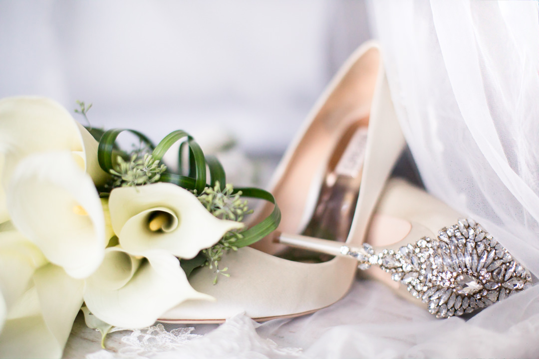 0001WEDDING-SHOES-BOUQUET-JEWELRY-DRESS.jpg