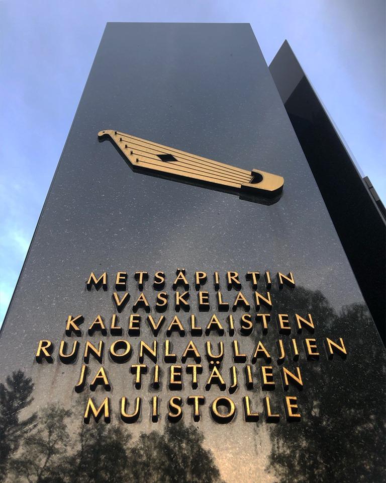 Sukututkimuksen mukaan meidän suku on Metsäpirtistä, Laatokan rannalta olevasta pitäjästä.