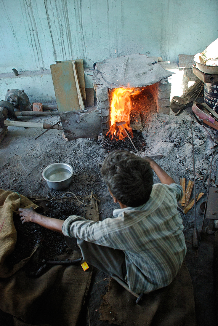 Artisan firing kiln with poor exhaust system