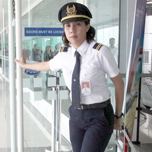 PhilippineAirlinespilotCapt.MarieGeraldineGamallo,31,isoneofthe25Filipinasinthe countrywho are certified fortranscontinental jets, like the Airbus 330 and340, although their number is quickly increasing. Photo credit: Manilastandardtoday.com