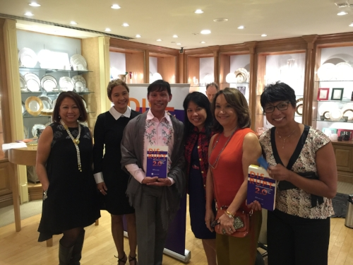 John Mina surrounded by awesome #FilipinaDISRUPTER powerhouses at the beautiful Geary's Beverly Hills. Pictured (L-R):Sonia Delen (U.S. FWN100™ '07), Charina Vergara (Global FWN100™ '16), John Mina, Benel Se-Liban (U.S. FWN100™ '11), Rocio Nuyda (U.S. FWN100™ '12, Global FWN100™ '16) and Vina Lustado (Global FWN100™ '15).