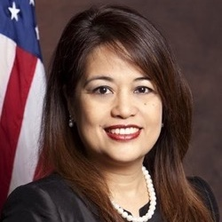 Myrna De Vera  (U.S. FWN100™ '11) Mayor City of Hercules, California   She also served as Mayor of Hercules from 2013-2014. She was elected to her first four year term on the Hercules City Council in 2010 and was appointed to serve as Vice Mayor in 2011.   Website  |  Contact