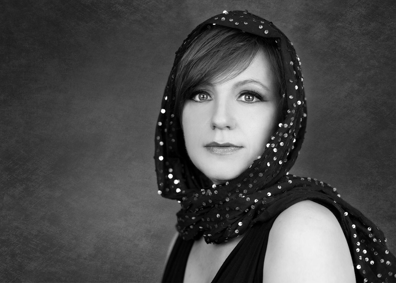 upper-peninsula-photographer-headshot-beautiful-women-contemporary-glamour--marquette-michigan-jackie-solomon-photography-035.jpg