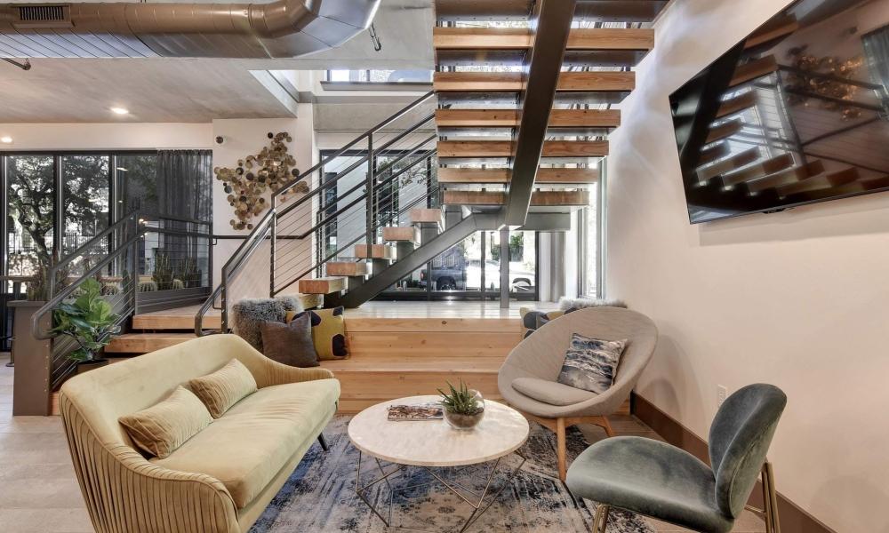 Ruckus-Lease-Office-Lounge-1000x600.jpg