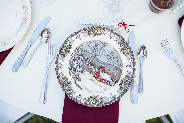 mismatched-plates-wedding.jpg