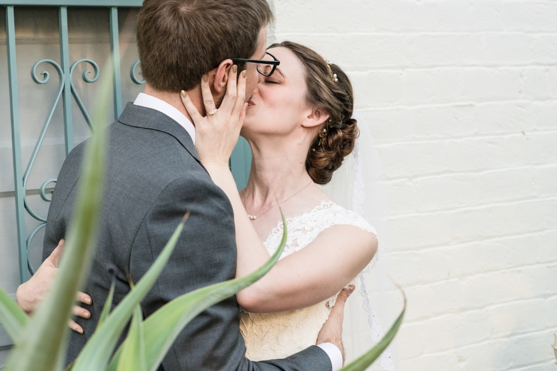 thefranklinhouse-tucsonwedding-kiss.jpg