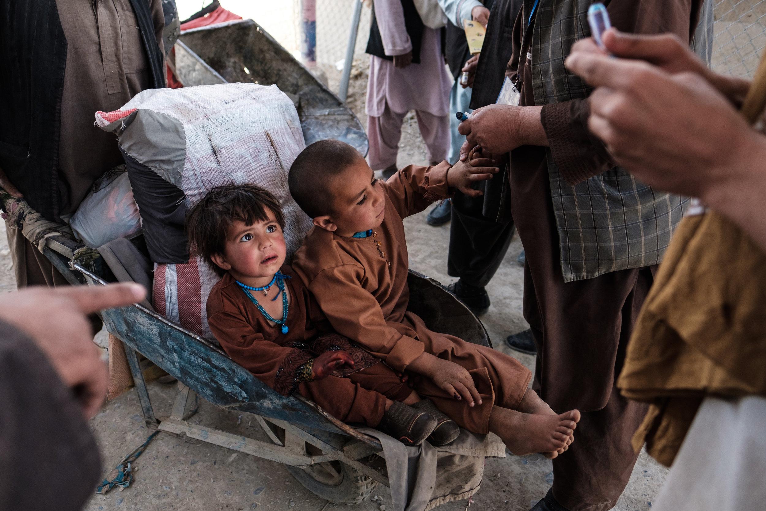 Crossing the Afghanistan-Pakistan at Spin Boldak. 2018.