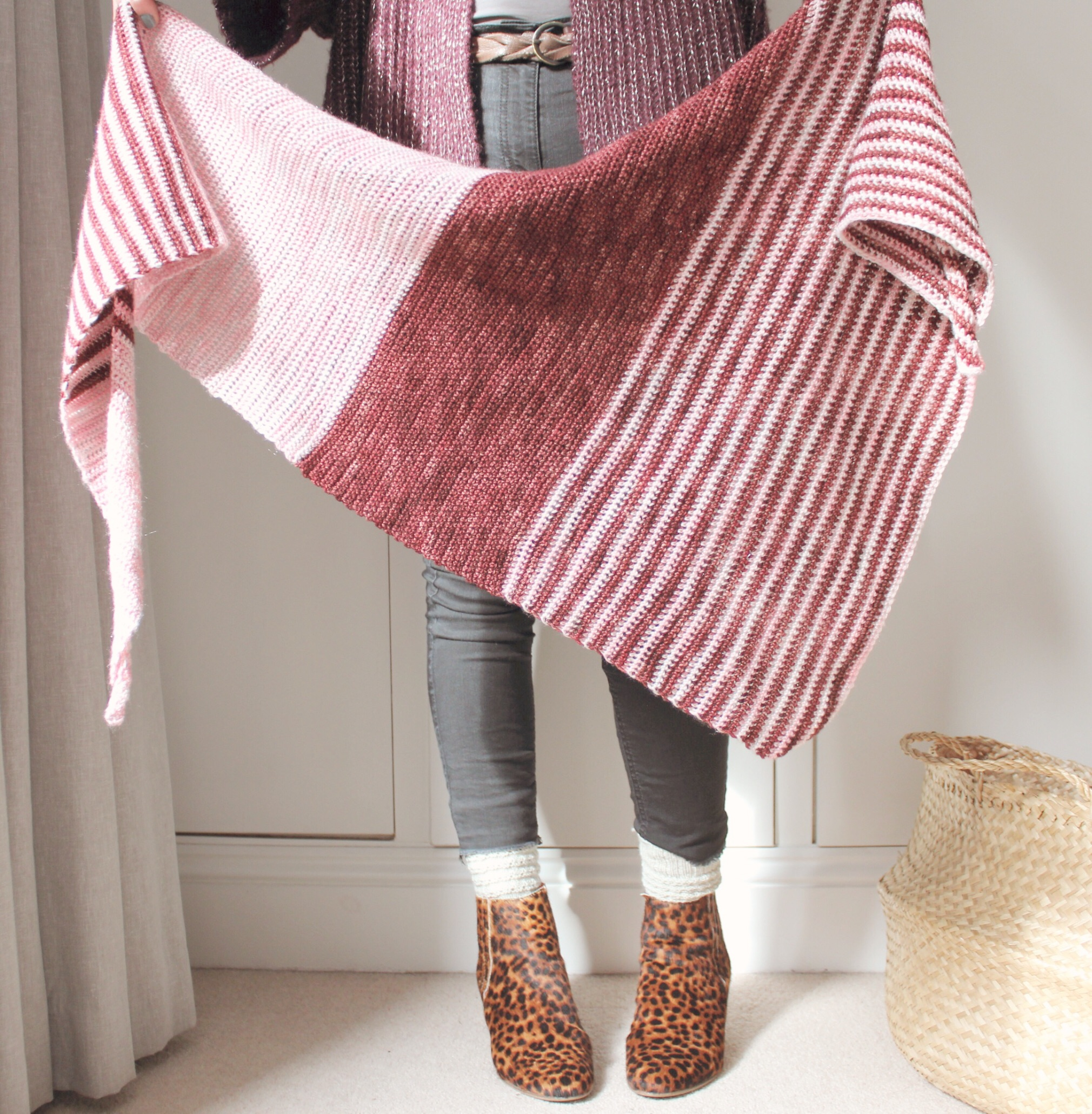 caravan of love - This super easy and lovely shawl is created using two colours (go for contrast or complementary, both work great) plus you get the pattern for the knitted version completely free. 4ply. Two skeins. Easy. US and UK terminology. More details and pictures.