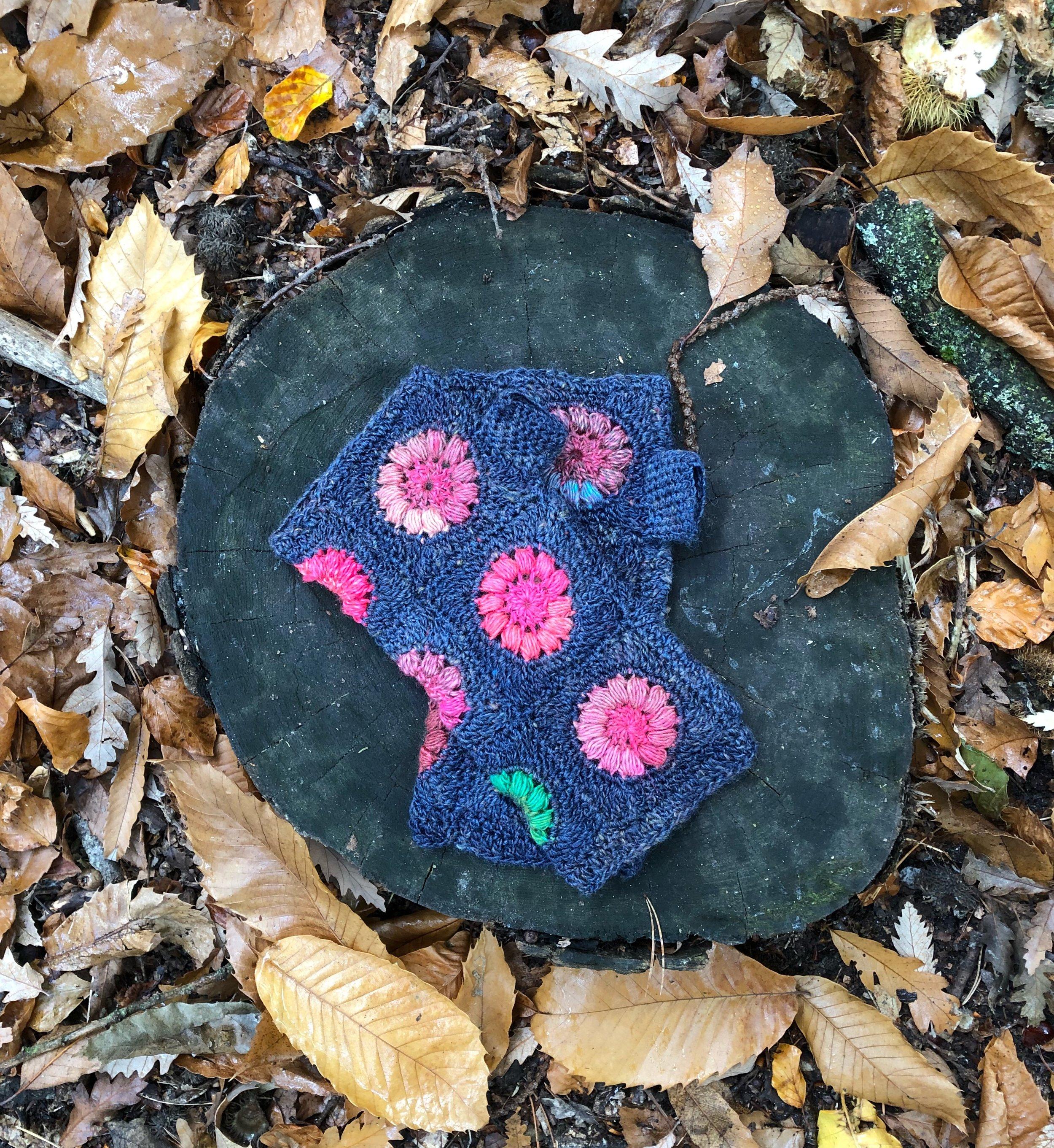 blue nightflower mitts.JPG