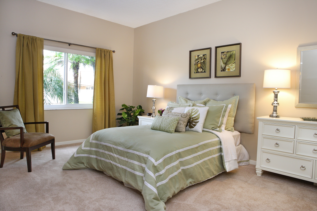 Palm Aire - Pompano Beach Senior Assisted Living, Bedroom