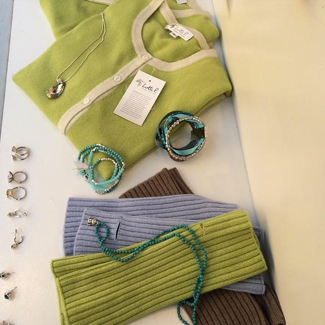 Trevlig Valborg!🌿🌸☀️ #cashmere #twinset #cardigan #sweater #poncho #stockholm
