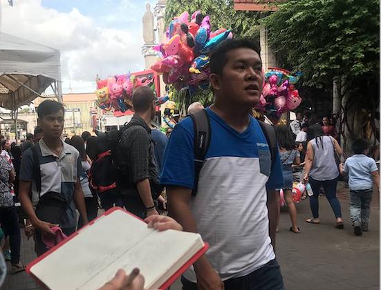 Drawing balloon vendors at Sunday Mass // photos by Kk