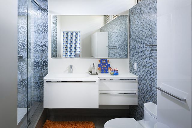 Fifty shades of blue in this beautiful Boy's Bathroom .⁣ .⁣ .⁣ .⁣ .⁣ .⁣ #agsiadesigngroup #interiordesign #moderninterior #moderndesign #bestinteriordesigners #decor #aventuradesigners #homeinteriors #roomdesign #miamiinteriordesigner #designinspo #homedecor #homerenovation  #customcarpentry #agsiadesigngroup #miacucina #bisazza #bathroomdesign #goldenbeachdesigners  #balharbour