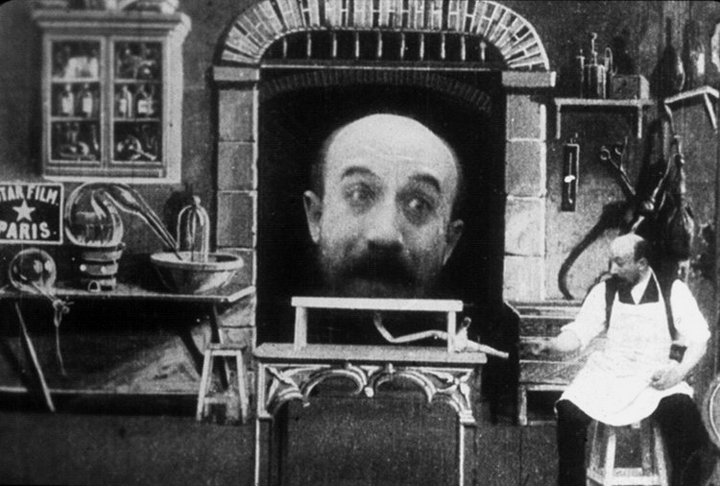 Twin versions of Georges Méliès in  L'homme à la tête de caoutchouc  ( The Man with the Rubber Head)  screenshot. 1901 •  Wikimedia Commons