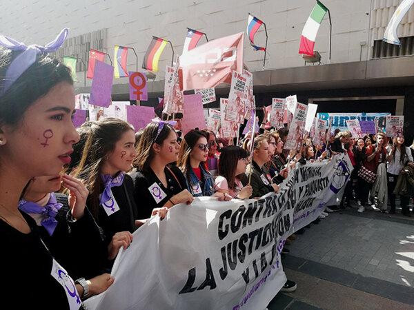 Concentración del Sindicato de Estudiantes en calle Preciados con motivo de la Huelga Feminista 8M de 2019. Author:  Garabata  •  Wikimedia Commons