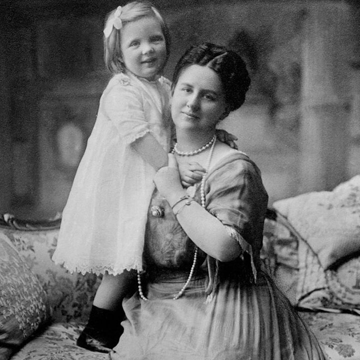 Queen Wilhelmina and her daughter  Juliana , circa 1914 •  Wikimedia Commons