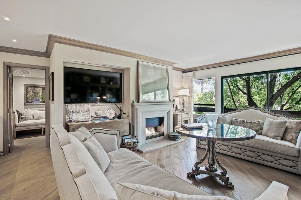 950 N Kings Rd. #238  $730,000 | SOLD |  Kings238.com