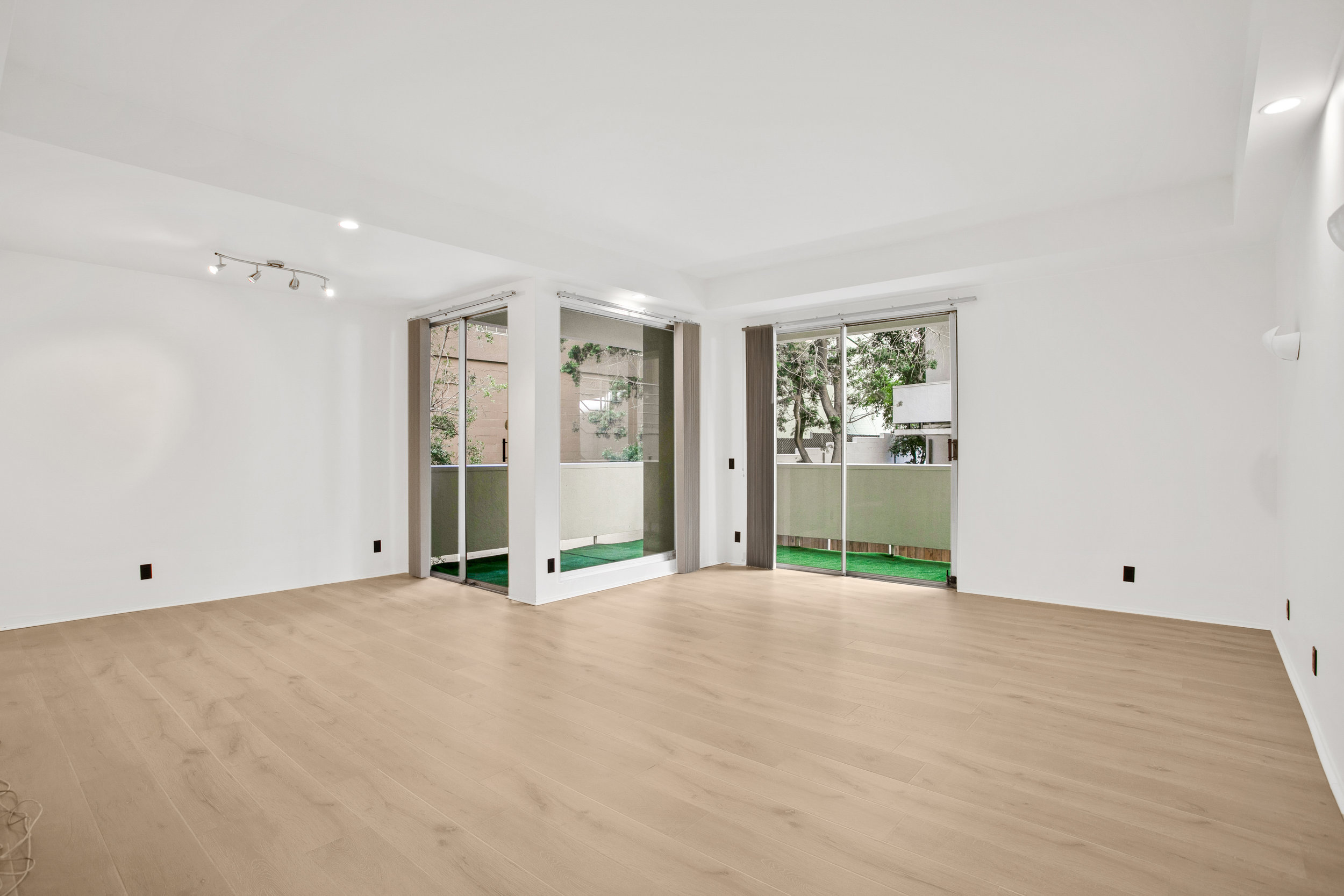 7250 Franklin Ave. #210  $3,750/Month Lease | ACTIVE