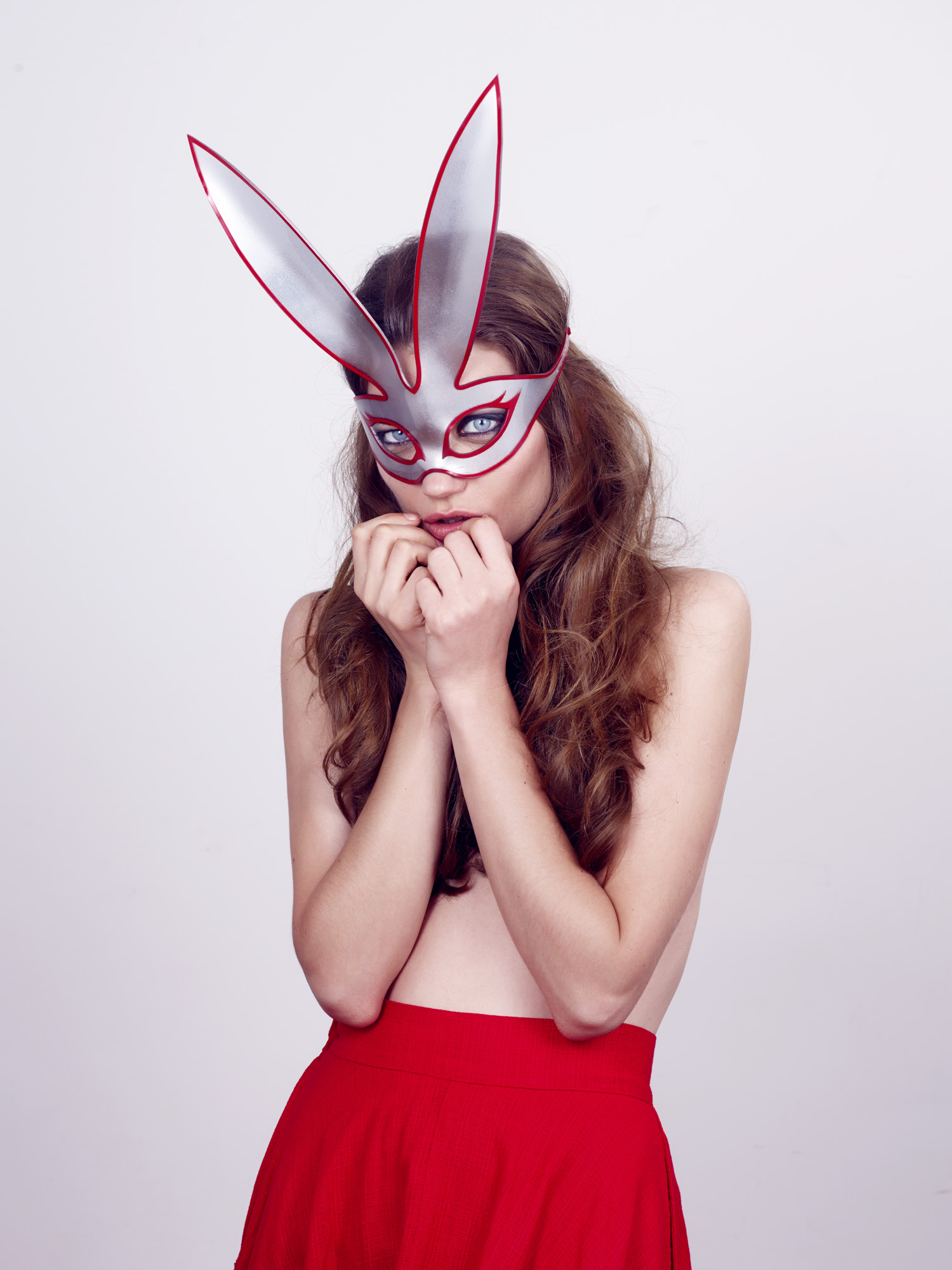 Bunny Mask - Silver/Red edge
