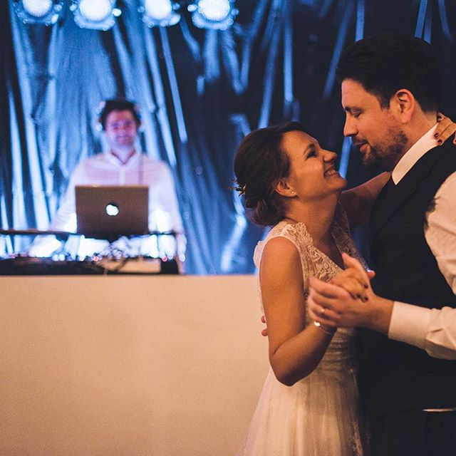 What's the soundtrack of your lovestory? For bookings: steven@whatawedding.be #whatawedding #waw #dj #music #firstdance #couple #bride #groom #weddingparty #notyoureverydaywedding