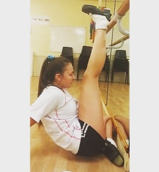 Failure will never overtake me if my determination to succeed is strong enough... 💪🏻☘️💃🏻 • • • #irishdance #irishdancing #mchaleacademy #coventry #dancefriends #irishdanceclass #irishdancecoventry #danceclass #irishdancerugby #stretch #fitness #focus