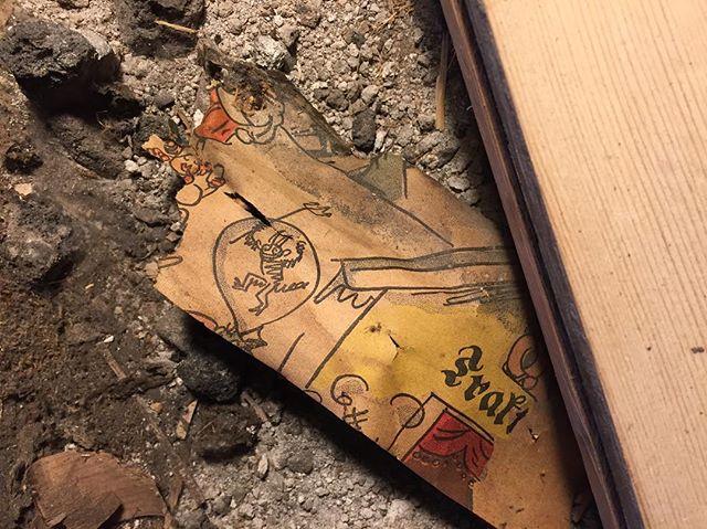 Good omens beneath the floorboards
